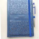 niebieski metaliczny